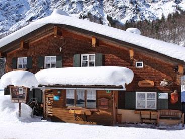Die Murmeleshütte im Trettachtal bei Oberstdorf im Winter