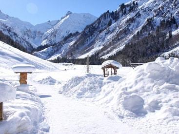 Winterwanderweg in die Oberstdorfer Berge direkt vor der Haustür der Murmeleshütte