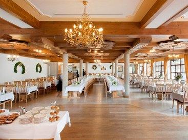 Unser Saal, ideal für größere Veranstaltungen wie z.B. Hochzeiten