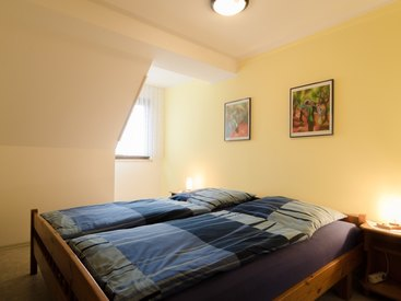 Schlafzimmer in der Ferienwohnung 3 im Fritzerhof in Kleingesee bei Gößweinstein in der Fränkischen Schweiz