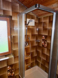 Dusche im Zimmer 3