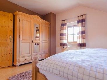 Großer Spiegelschrank im Schlafzimmer 1 Fewo Hoher Berg