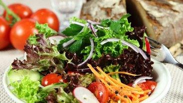 Willkommen im Bratwurst Röslein in Nürnberg am Hauptmarkt - bei uns gibt es auch Salat.