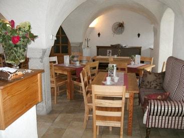 Genießen Sie leckere hausgemachte Torten und Kuchen in unserem  wunderschönen Bauernhofcafe