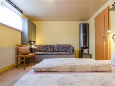 Schlafzimmer 2 Fewo Betzenstein