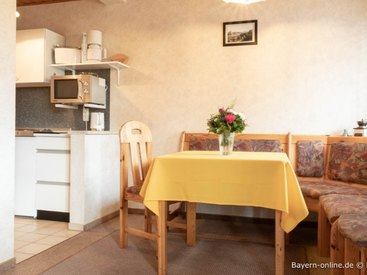 Willkommen in unserer Ferienwohnung in Gößweinstein - Küche und Essecke