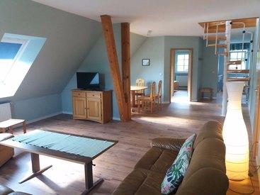 Modernes Ambiente im Wohnzimmer der Ferienwohnung