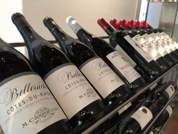 Wir bieten eine große Auswahl an Weinen verschiedenster Herkunft