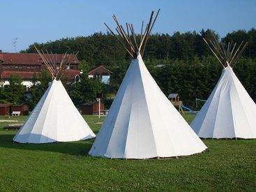 Campingplatz Betzenstein - Zeltwiese mit Tippi's