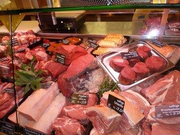 Besuchen Sie unsere Metzgerei und lassen Sie sich von der Qualität und Frische unseres Fleisches überzeugen.