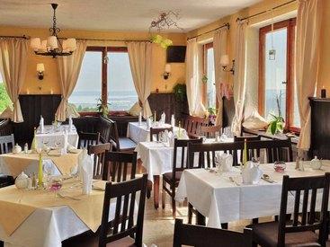 Unser Restaurant: Berggasthof Adersberg mit Traumblick über den Chiemsee