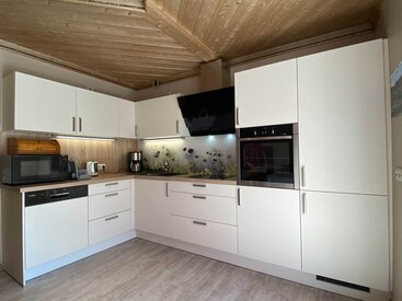 große moderne Küche mit Top-Ausstattung