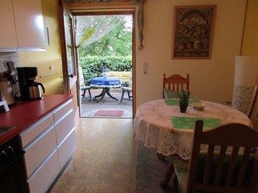 Wohnküche mit Blick zur Terrasse