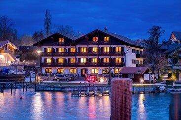 Gästehaus Grünäugl am See bei Nacht