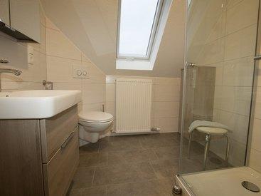 FeWo Nr. 1 Dachgeschoss - Badezimmer mit Dusche und WC