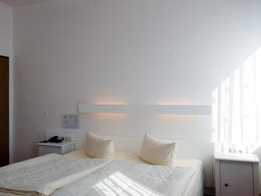 Modern eingerichtetes Zimmer