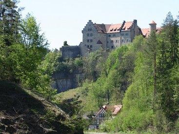 Naturparadies Burg Rabenstein mit Falknerei im Ahorntal
