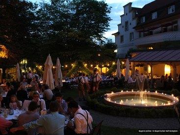 Unsere romantische Gartenwirtschaft im Chapuispark an einem schönen Sommerabend