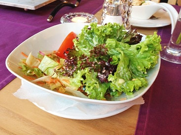 Kleiner Beilagensalat im Restaurant Fiskina in Fischen