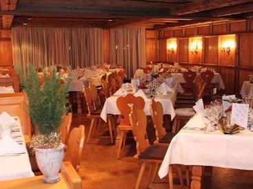 Für Familienfeiern wie Hochzeiten geeignet: Berggasthof Adersberg mit Traumblick über den Chiemsee