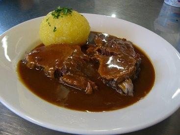 Fränkischer Sauerbraten (in Lebkuchensoße) mit rohem Kloß