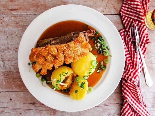 """Ofenfrisches Schäufele im Restaurant """"Zum Holzwurm"""" in Röthenbach"""