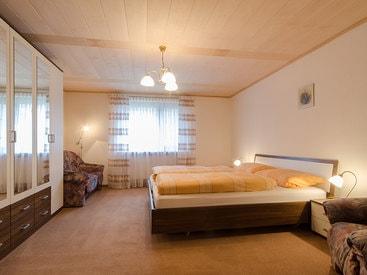 Großes Doppelschlafzimmer
