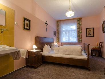 nostalgisches Doppelzimmer im Stil der 30er Jahre im Hotel Krone in Gößweinstein