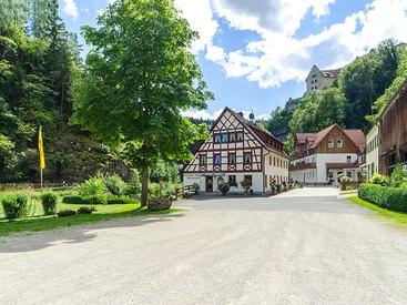 zu Füßen der Burg Rabenstein