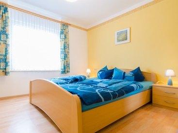 Schlafzimmer 1 in der Ferienwohnung 2 im Fritzerhof in Kleingesee bei Gößweinstein in der Fränkischen Schweiz