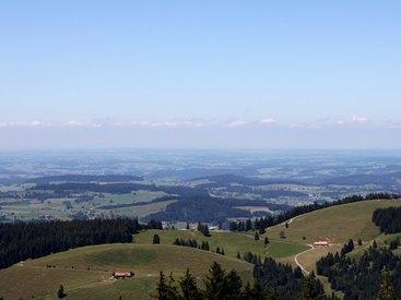 Genießen Sie den atemberaubenden Ausblick vom Berggasthof Falkenhütte Oberstaufen!