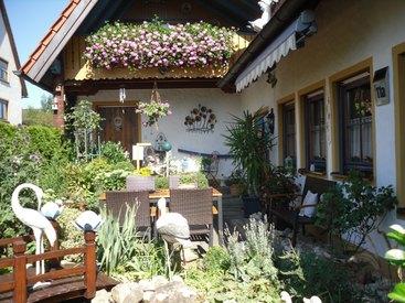 Terrasse beim Hauseingang