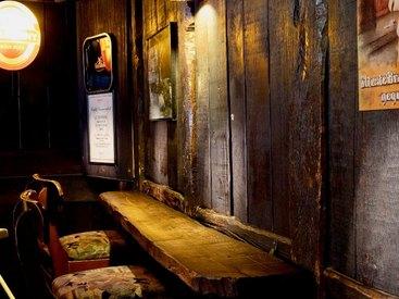 Suchen Sie sich einen Platz in unserem gemütlich eingerichteten Irish Pub