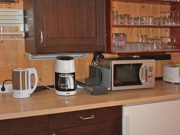 Elektrogeräte in der gut ausgestatteten Küche in der Murmeleshütte