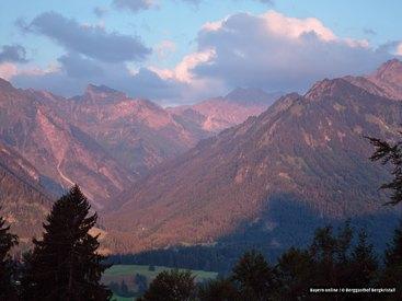 Sonnenuntergang in den Oberstdorfer Bergen beim Berggasthof Bergkristall