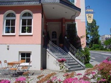 Eingang zum Hotel Schwarzer Adler