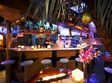 Cocktailbar im Südseeflair