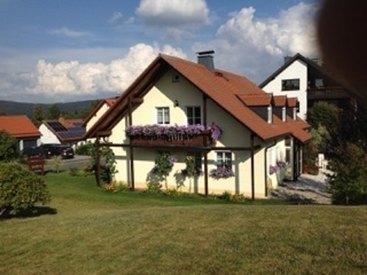 Unser Haus Westseite mit Balkon Ferienwohnung I