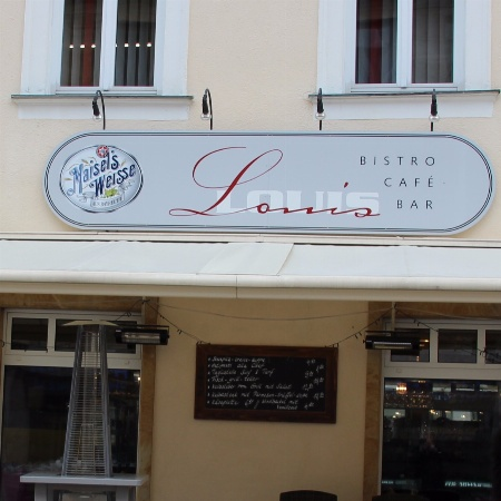 Louis Bar Café Bistro
