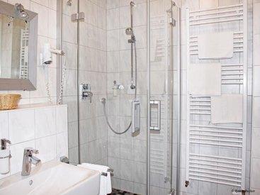 mit Bad oder Dusche und WC