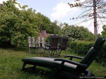 Viel Platz zum entspannen im Garten unserer Ferienwohnung in der Fränkischen Schweiz
