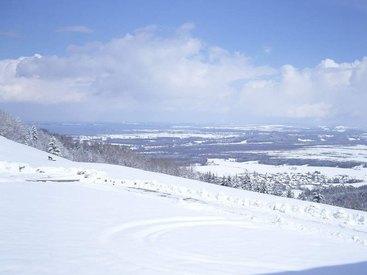 Auch im Winter idyllisch: Berggasthof Adersberg mit Traumblick über den Chiemsee