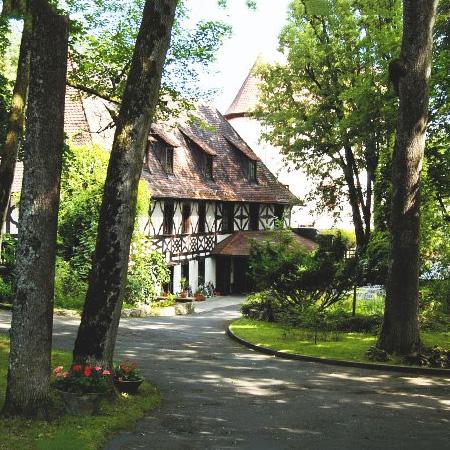 Burg Gaillenreuth - Pension-Restaurant-Biergarten