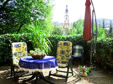 Terrasse mit Blick zur Kirche