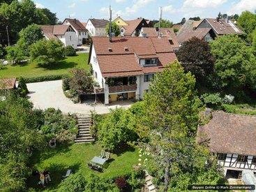Unsere Ferienwohnung und der großzügige Garten in Egloffstein in der Fränkischen Schweiz