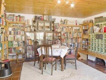 In der Hausbibliothek lohnt es sich zu stöbern und es gibt viel zu entdecken