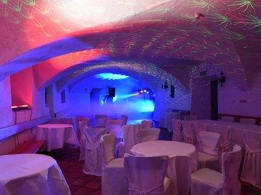 Party im Gewölbesaal im Schloss