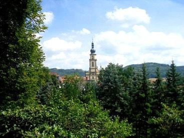 Mit Blick auf die Stadtpfarrkirche St. Michael