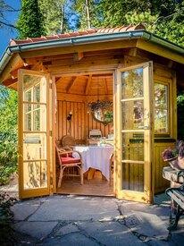 idyllischer Pavillon