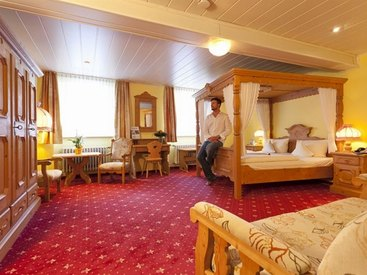 Zimmer mit Himmelbett im  Hotel Goldner Stern in Muggendorf in der Fränkischen Schweiz